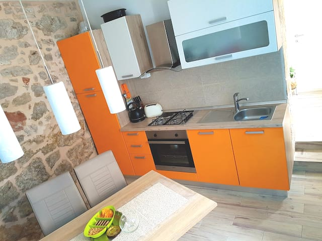Family apartment near sea, free private parking