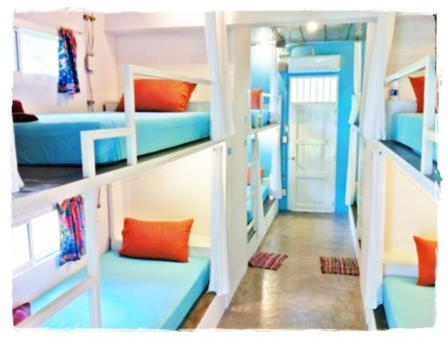 Glur Hostel (Dormitory Room)