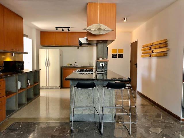Amplio apartamento con vista al Ávila.