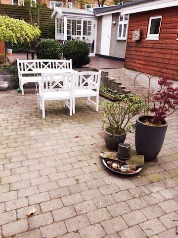 Dejligt byhus til 6 personer, skøn gårdhave - Næstved - Casa adossada