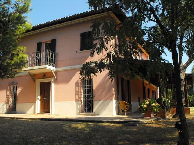 Villa della Magnolia - Mandriola - Hus