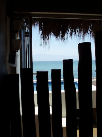 Romantic Palapa Suite, Beachfront!