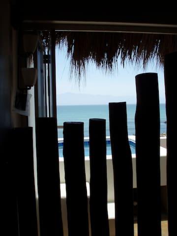 Romantic Palapa Suite, Beachfront!