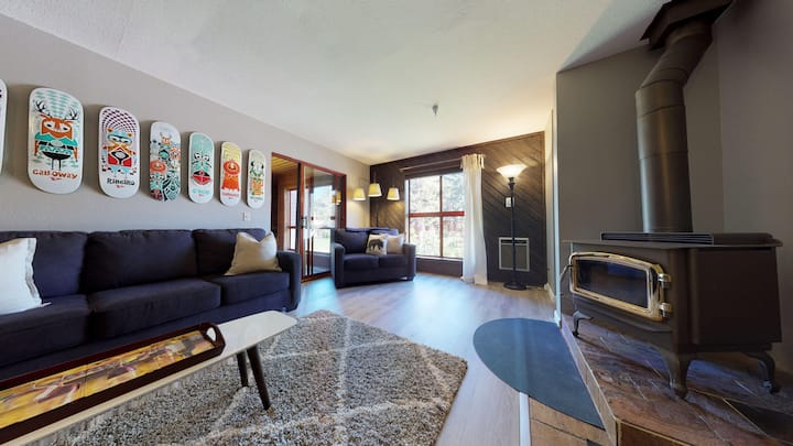 Aspen Creek #220-Liftside complex with a resort feel and sunny pool!