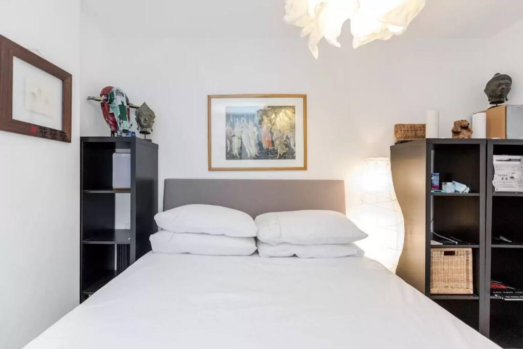 Double Bedroom w Balcony