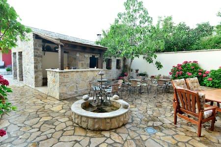 *Cozy Double Room* VillaFortuna -150m from OldTown - Mostar - Villa