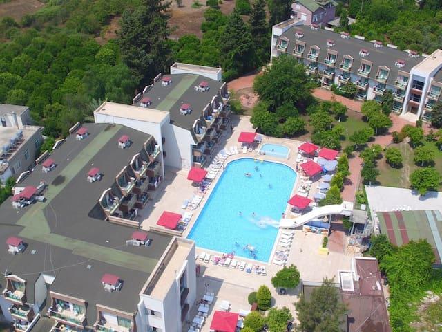 Monna Roza Garden Resort Hotel - Üç Kişilik Bahçe Manzaralı Oda