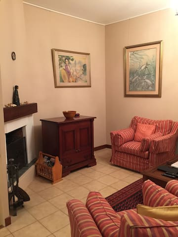 Salon. Comfortable Living room with fireplace & Satellite/Cable TV and DVD