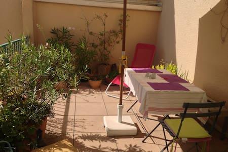 chambre privée au calme et terrasse - Le Tholonet