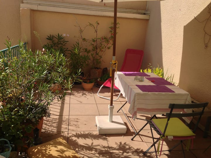 chambre privée au calme et terrasse