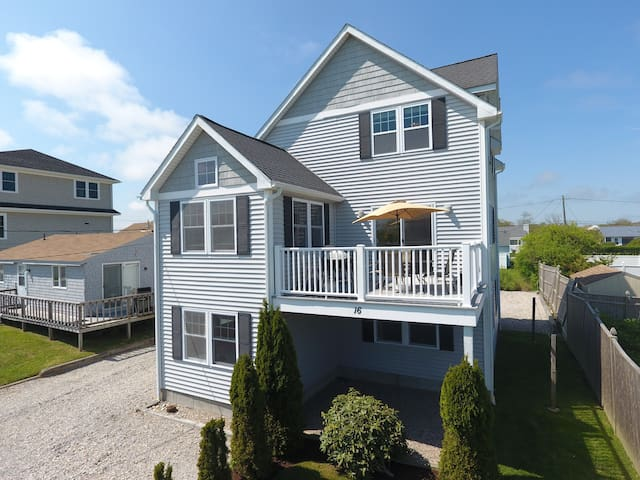 Narragansett Beach House Available Daily/Weekly