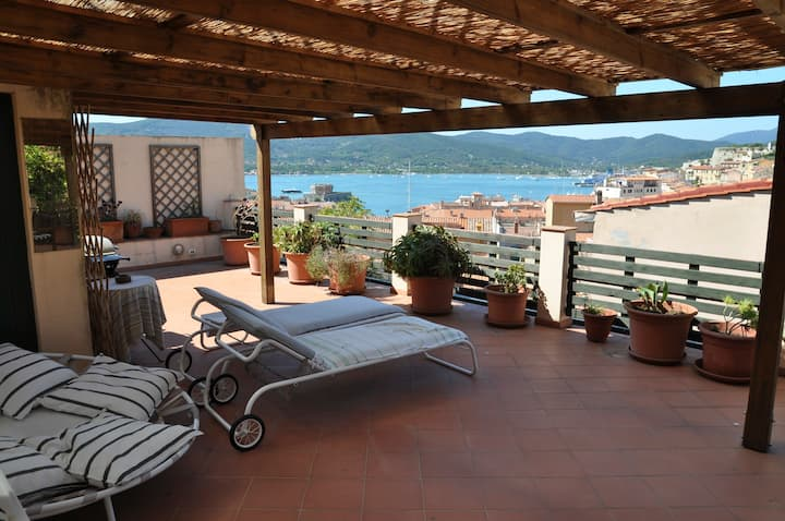 Great Villa with garden and seaview