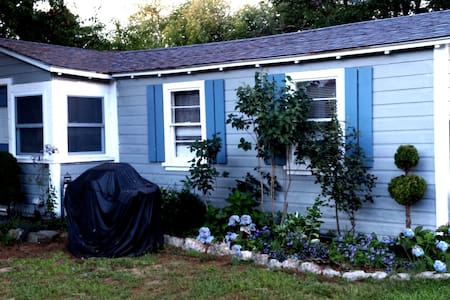 Light House Cottage for Sublet - Old Orchard Beach - Cabin