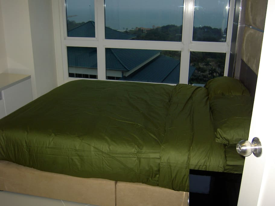 Bedroom with sea view from the bed