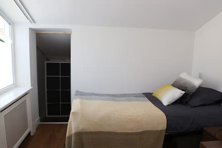 """""""LaPAZ"""", private bedroom in shared house"""