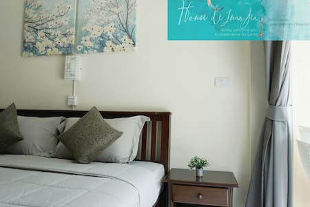 #1 Deluxe King Bedroom ensuite, kitchenette - koh lanta