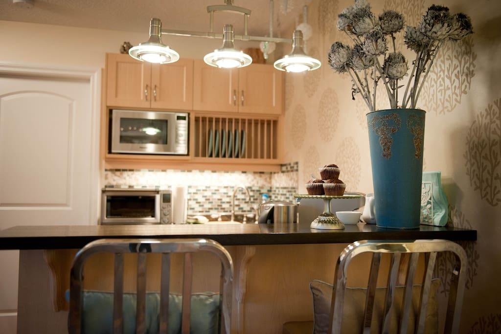 Breakfast bar and custom kitchen in 'Ocean Dreams'.
