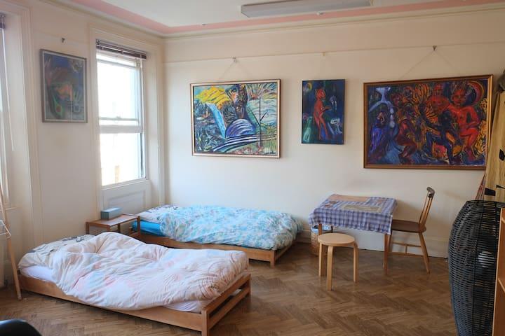 Studio Bedroom:  SWISS COTTAGE / HAMPSTEAD NW3