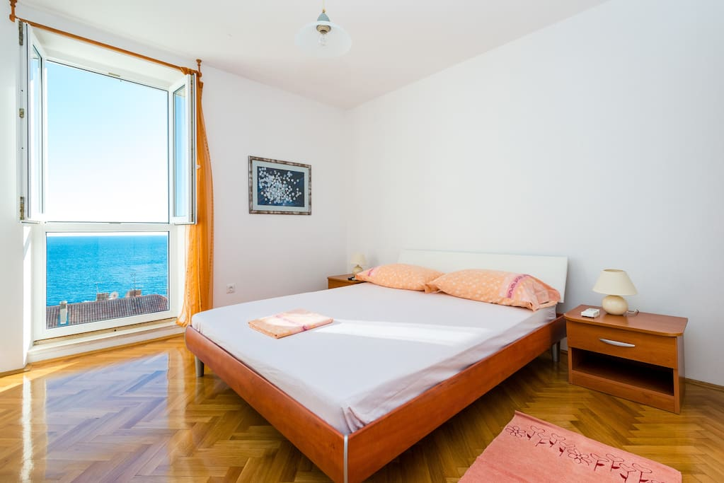Bedroom No.1 - double bed with sea view