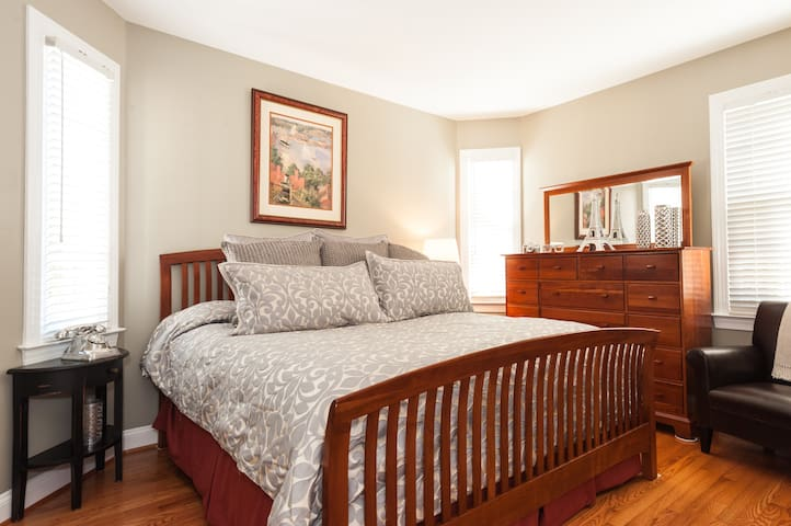 Luxury King Bedroom & Private Bath! - Gainesville - Casa