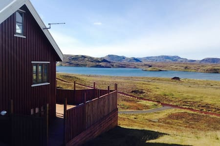 LUXURY 3 BEDROOM COTTAGE WITH HOT TUB & FREE WiFi - Úlfljótsvatn
