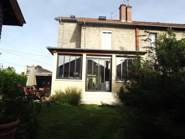 Chambre privée/maison avec jardin - Limoges - Bed & Breakfast
