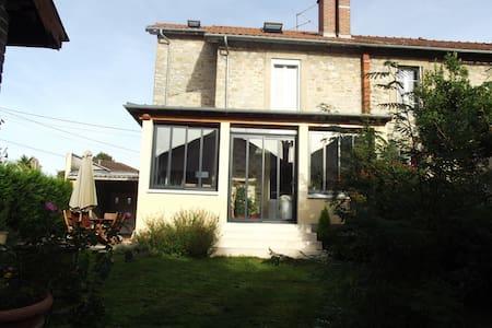 Chambre privée/maison avec jardin - Limoges