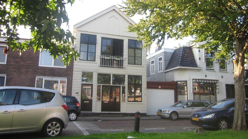 Typical 'Zaans' 2 bedroom house - Zaandam - Rumah