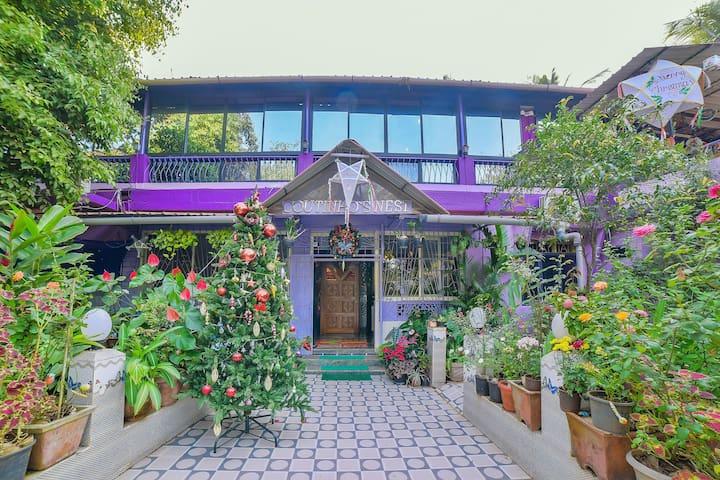 OYO - One Room Stay w/ Terrace - 2.2 km Anjuna Beach