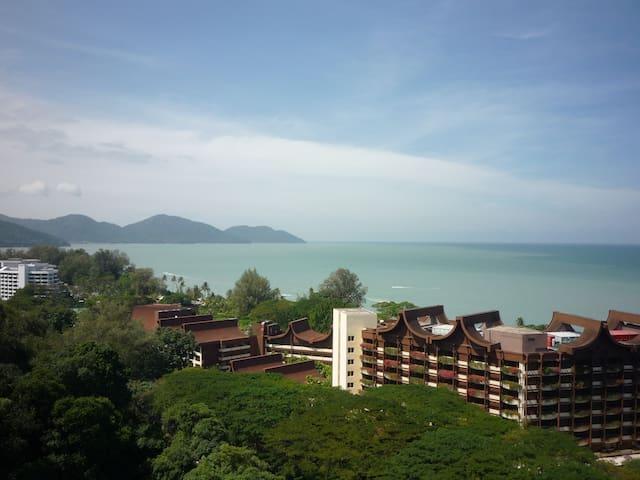 New Renovated Luxury Condo Sea View