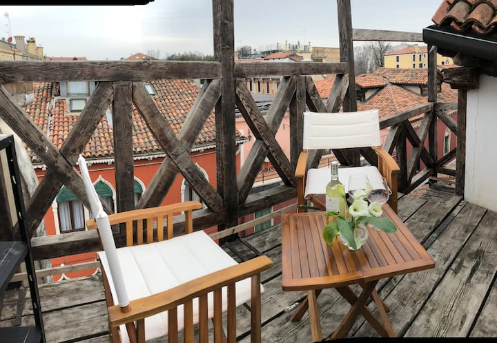 Loft with Canal Grande view and roof terrace