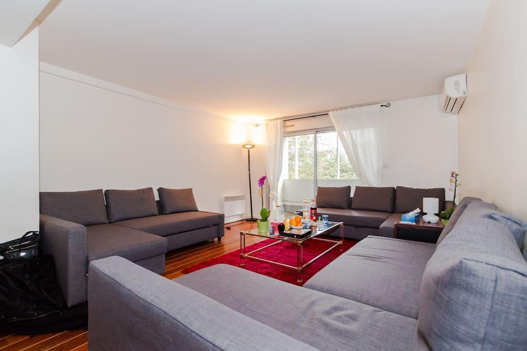 BEDROOM /LIVING ROOM