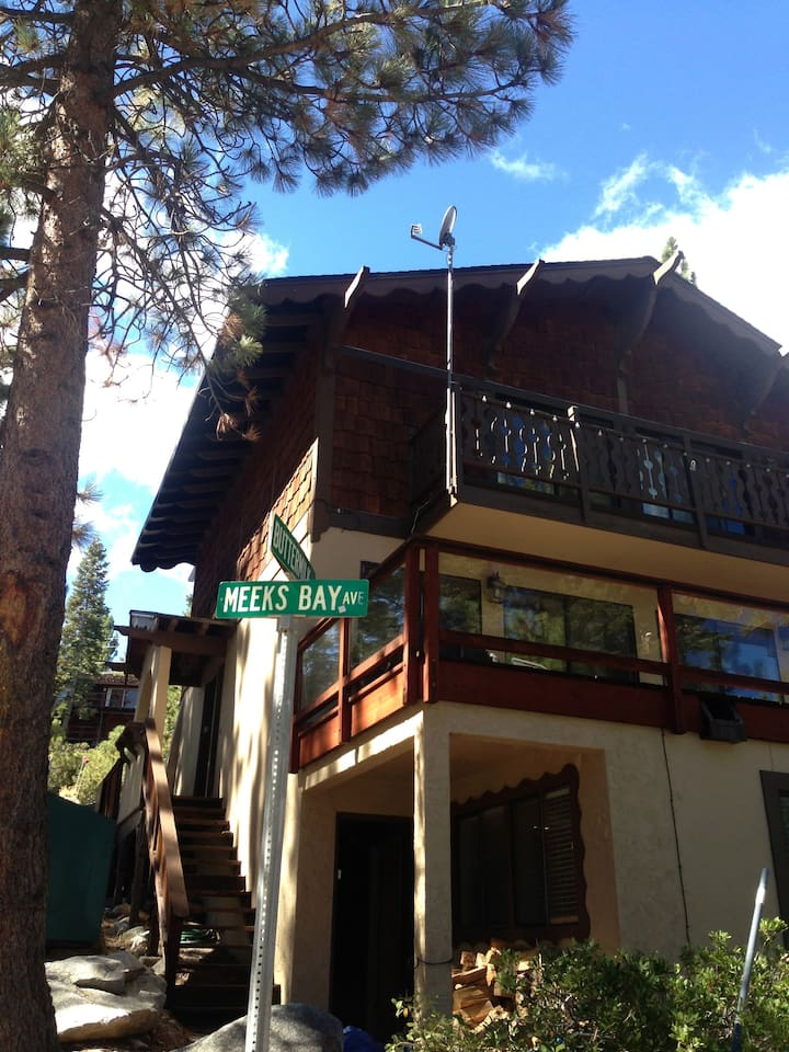 Decks look out on lake; front has parking off highway 89