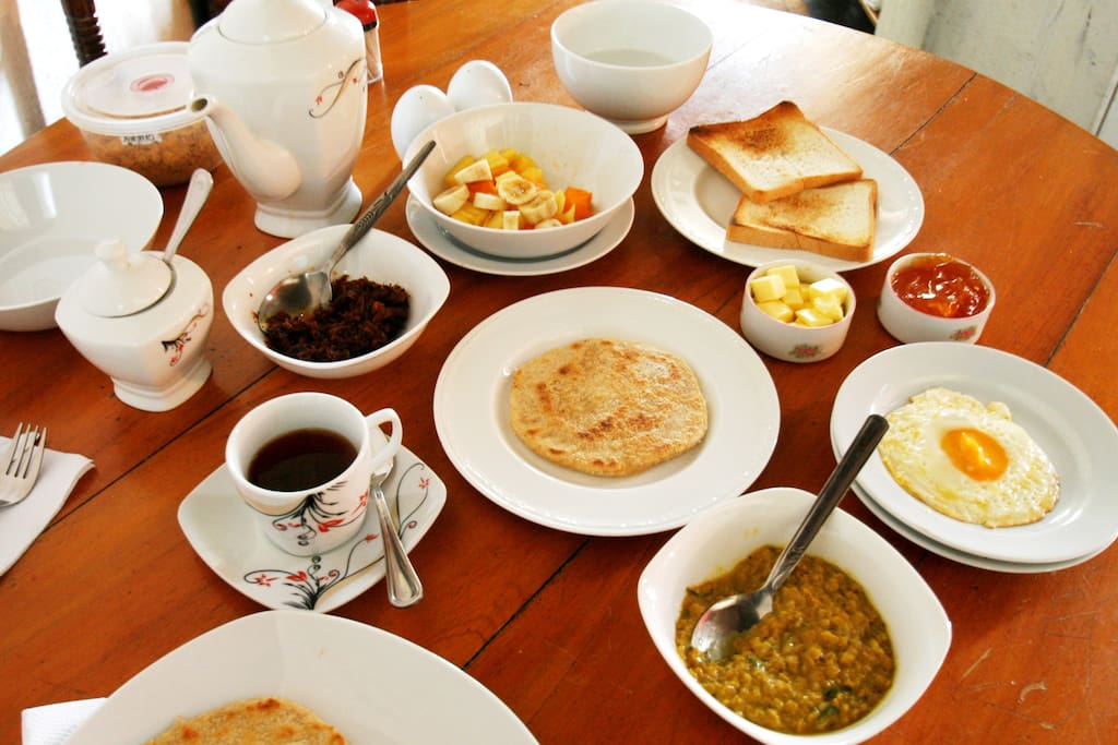 Western and Sri Lankan breakfast options are both available. We happily accommodate special requests!