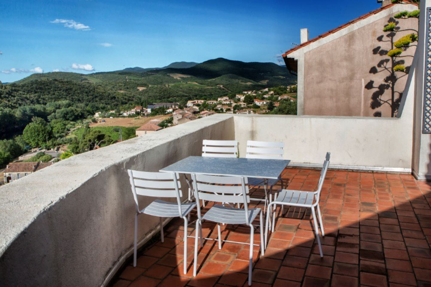 Roof top terrace with fantastic views of the river and valley