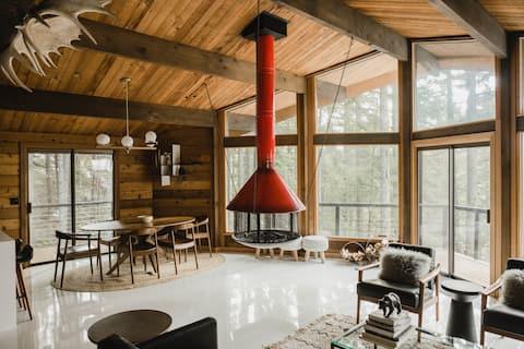 Mid Century Modern Treehouse Cabin + Hot Tub