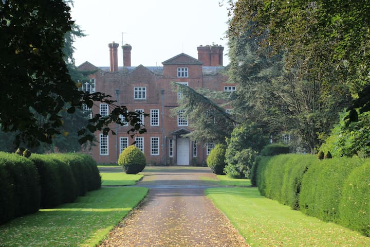 Archway Flat Henley Hall, Ludlow, perfect location