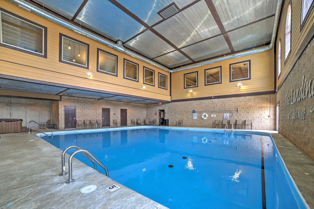 Enjoy access to a community pool and hot tub during your stay at Eagle Resort.