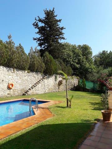 Big garden & Big pool. The best combination.