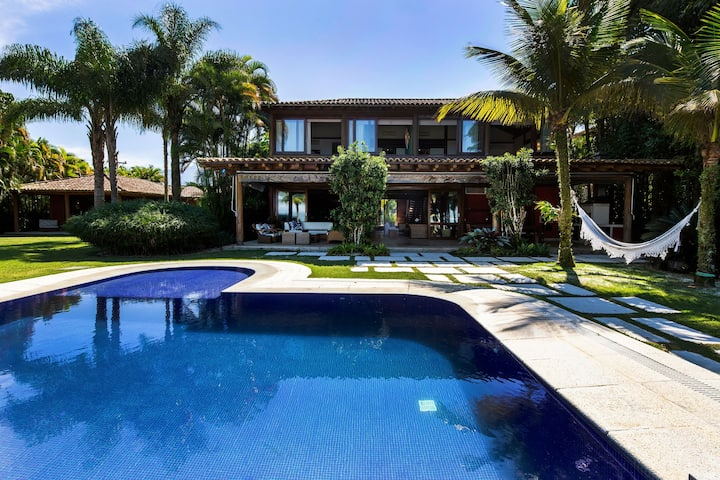 Ang027 - Luxurious villa by the sea in Angra dos Reis