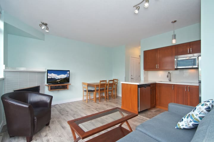 ˯One Bedroom Condo Whistler Village 409