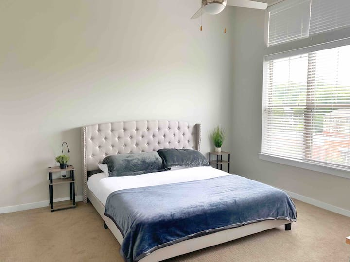 King Bed Near Uptown - No Contact Check-in