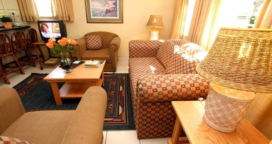 38 Lowveld Lodge Bungalows for Rent in White River Mpumalanga