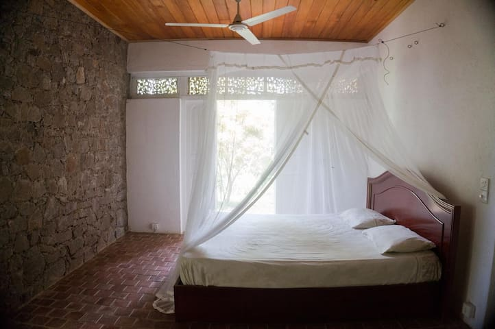 Whispering Villa (1 room)