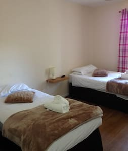 Twin Room @ The Poachers Room 3 - Portishead - Guesthouse