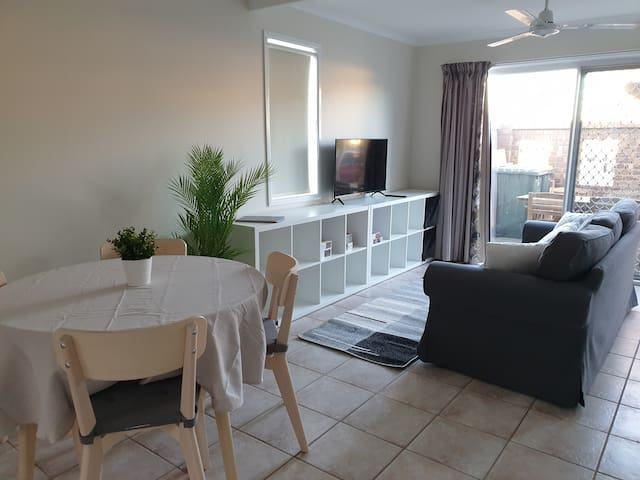 2 Bed Townhouse in quiet spot close to everything!