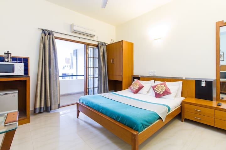 Cozy Studio Apartment On Race Course Road - B'lore