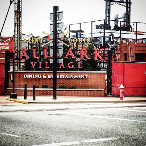 Ballpark village is here cardinal nation lives! Less than 7 minutes walking distance from the apartment! The stadium is also a 7 minute walk.