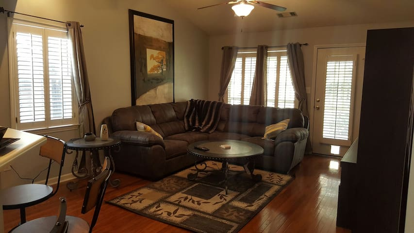 Cozy Complimentary Townhouse - Augusta