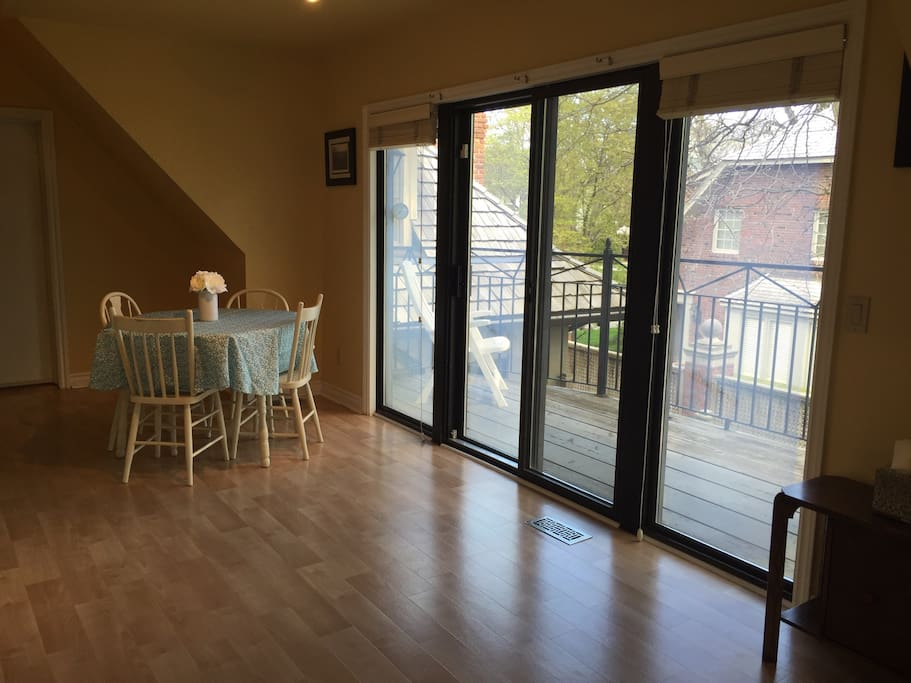 Spacious Apartment In Historic Walkerville Apartments